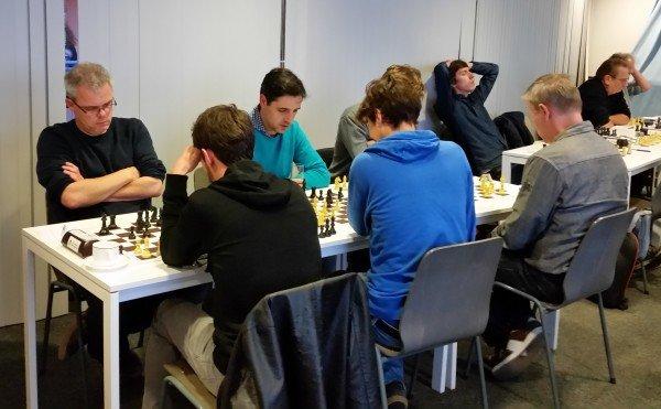 Top van de A-groep in de laatste ronde. Links in beeld winaar Frans Konings.
